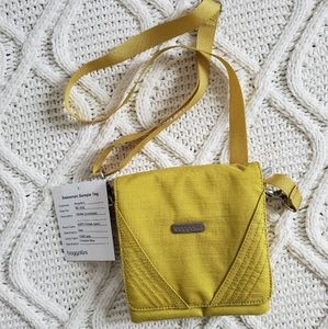 Baggallini Divide Crossbody Bag in Kiwi